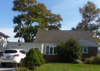 Foreclosed Home in Massapequa 11758 DIVISION AVE - Property ID: 4381635683