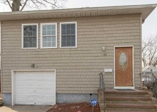 Foreclosed Home in Copiague 11726 GREAT NECK RD - Property ID: 4382225634