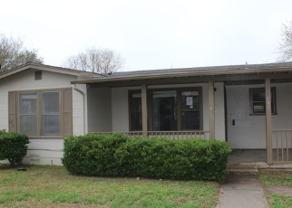Foreclosed Home in Devine 78016 HOWELL AVE - Property ID: 4383911840