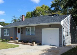 Foreclosed Home in Medford 11763 CHESTNUT AVE - Property ID: 4384666454