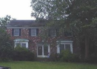 Foreclosed Home in Bohemia 11716 BUCKINGHAM LN - Property ID: 4384894200