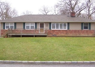 Foreclosed Home in Ronkonkoma 11779 PECONIC ST - Property ID: 4384900782