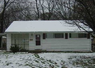 Foreclosed Home in Indianapolis 46218 N BOLTON AVE - Property ID: 4385322993