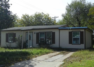 Foreclosed Home in Fort Worth 76106 RUNNELS ST - Property ID: 4385531455