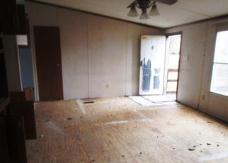 Foreclosed Home in Waskom 75692 LAKE RD - Property ID: 4385875711
