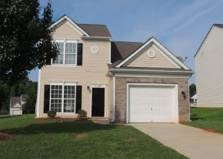 Foreclosed Home in Charlotte 28208 BLACKBERRY RIDGE LN - Property ID: 4386695595