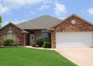 Foreclosed Home in Mustang 73064 W PINES WAY - Property ID: 4387358241