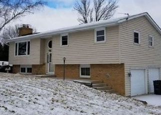 Foreclosed Home in Hartford 53027 COUNTY RD E - Property ID: 4387403806