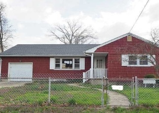Foreclosed Home in Lindenhurst 11757 N DELAWARE AVE - Property ID: 4387538697