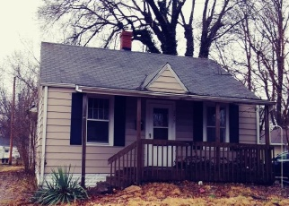 Foreclosed Home in Springfield 62704 HOLMES AVE - Property ID: 4387773897