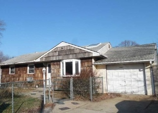 Foreclosed Home in Medford 11763 WAVERLY AVE - Property ID: 4388011712