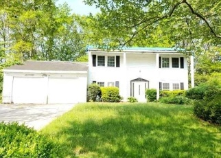 Foreclosed Home in Coram 11727 CRATER LAKE DR - Property ID: 4388176377