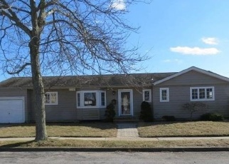 Foreclosed Home in Lindenhurst 11757 WELLBROCK ST - Property ID: 4388613483