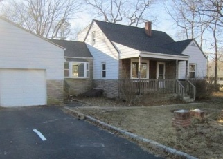 Foreclosed Home in Shirley 11967 AUBORN AVE - Property ID: 4388644126
