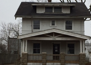 Foreclosed Home in Bloomington 61701 S CENTER ST - Property ID: 4388858305