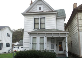 Foreclosed Home in Wellsville 43968 BROADWAY AVE - Property ID: 4390011946
