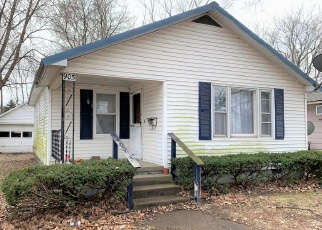 Foreclosed Home in Mount Carmel 62863 W 4TH ST - Property ID: 4390155589
