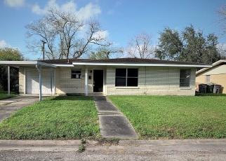 Foreclosed Home in Victoria 77901 E WALNUT AVE - Property ID: 4390590947