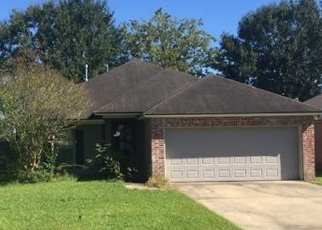 Foreclosed Home in Lafayette 70507 COUNTRY GARDEN LN - Property ID: 4391361320
