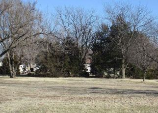 Foreclosed Home in Hutchinson 67502 HENDRICKS ST - Property ID: 4391435343