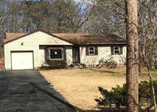 Foreclosed Home in Centereach 11720 WOLFHOLLOW RD - Property ID: 4392301208