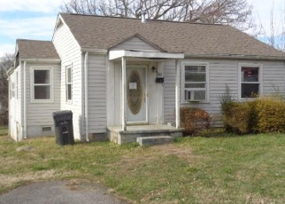 Foreclosed Home in Knoxville 37914 SELMA AVE - Property ID: 4392325755