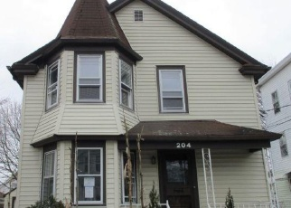 Foreclosed Home in Pawtucket 02860 MORRIS AVE - Property ID: 4392614820