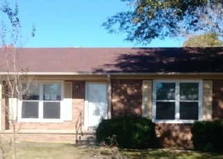 Foreclosed Home in Lexington 38351 GREENBRIAR AVE - Property ID: 4392624895