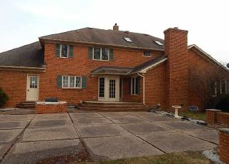 Foreclosed Home in Bettendorf 52722 JAMES RD - Property ID: 4392665166