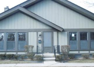 Foreclosed Home in Southfield 48033 OAKBROOKE DR - Property ID: 4392723421