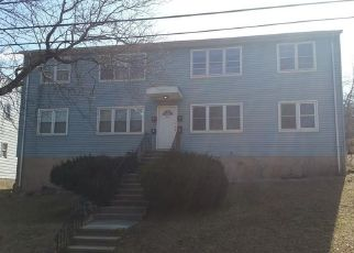 Foreclosed Home in New Haven 06513 OAK RIDGE DR - Property ID: 4394568611