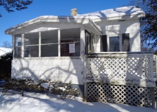 Foreclosed Home in Fond Du Lac 54935 RUSSELL ST - Property ID: 4394679419