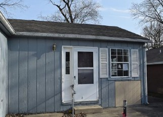 Foreclosed Home in Mount Vernon 62864 WESCOTT ST - Property ID: 4394779723