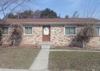 Foreclosed Home in Roseville 48066 MCGILL ST - Property ID: 4395068786
