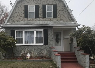 Foreclosed Home in Stratford 06615 BURRITT AVE - Property ID: 4395825151