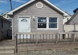 Foreclosed Home in Staten Island 10306 CENTER PL - Property ID: 4396352926