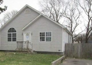 Foreclosed Home in Shirley 11967 PINEWOOD DR - Property ID: 4396846516