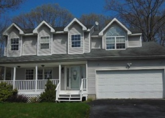 Foreclosed Home in Coram 11727 SHARON DR - Property ID: 4397202140