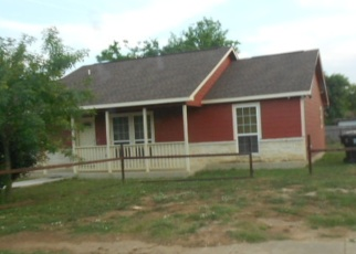 Foreclosed Home in Pearsall 78061 E NUECES ST - Property ID: 4397640565