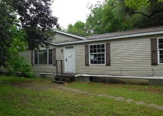 Foreclosed Home in Lockhart 78644 BIRCH ST - Property ID: 4397689619
