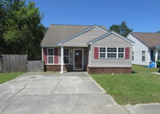 Foreclosed Home in Gulfport 39503 DEDE DR - Property ID: 4398084670
