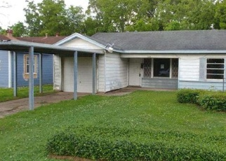Foreclosed Home in Beaumont 77703 BUFFALO ST - Property ID: 4398912883