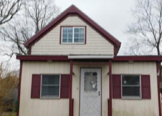 Foreclosed Home in Warwick 02889 PENDER AVE - Property ID: 4399030246
