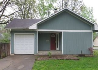 Foreclosed Home in Benton 62812 N 9TH ST - Property ID: 4399790126