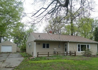 Foreclosed Home in Waterloo 50701 S HACKETT RD - Property ID: 4400240824