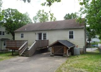 Foreclosed Home in Halethorpe 21227 LOUISIANA AVE - Property ID: 4400470310