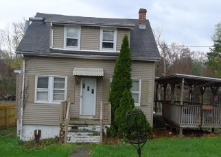 Foreclosed Home in Bridgeport 06606 WOODLAWN AVENUE EXT - Property ID: 4400708121