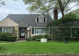 Foreclosed Home in Freeport 11520 PENNSYLVANIA AVE - Property ID: 4400714704