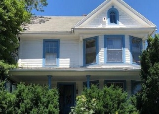 Foreclosed Home in Bridgeport 06605 MARTIN TER - Property ID: 4400725207