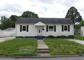 Foreclosed Home in Portsmouth 23702 CASTLEWOOD RD - Property ID: 4400881122